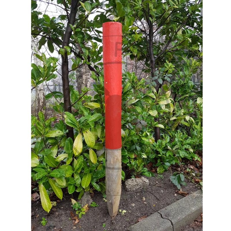 Houten Routepaal rood geschilderd