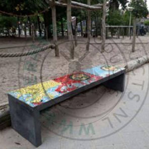 Themabankjes beton met kinderontwerp mozaïek SALTO basisschool Floralaan Gemeente Eindhoven
