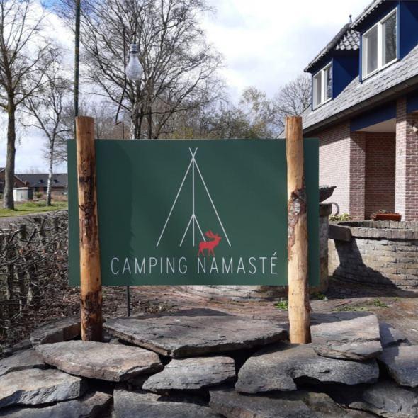 Mooi bord van 100% gerecycled papier voor camping Namasté